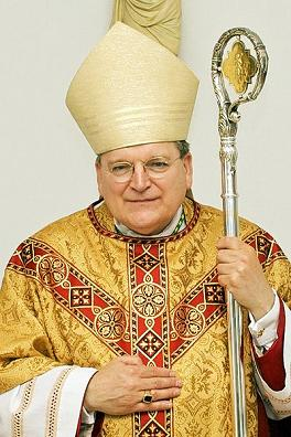 Archbishop Raymond Leo Burke.jpg,<br> foto: Original uploader was Geerlingguy at en.<br>wikipedia. CC-BY-SA-2.5, 2.0,1.0