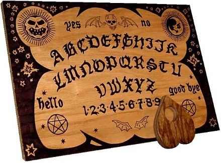 English ouija board.jpg, Mijail0711, volné dílo, commons.wikimedia.org