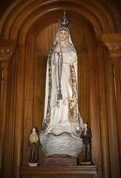 Virgen de Fatima, Ramon Belozo, CC BY-SA 3.0, commons.wikimedia.org