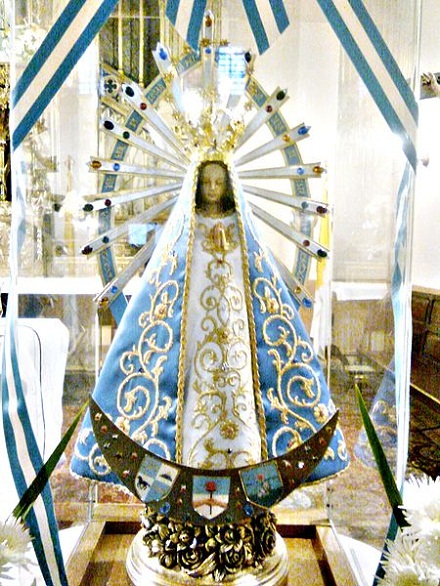 Virgen_de_Luján, Photo-Monique, CC BY-SA 3.0, commons...