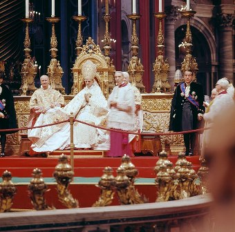 Pope Paul VI and Enrico Dante during Second Vatican Council, Lothar Wolleh, CC BY-SA 3.0, en.wikipedia.org
